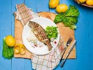 Печен лаврак на скара по гръцки с лимонов дресинг с риган